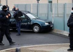 Coche se estrella contra la sede de la Cancillería Federal en Berlín