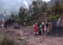 Rescatan con vida a 14 mineros atrapados en mina de oro en Colombia