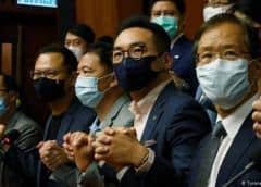 Dimiten en bloque todos los diputados prodemocracia en Hong Kong