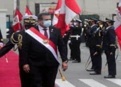 Presidente interno de Perú presenta renuncia irrevocable tras violentas protestas