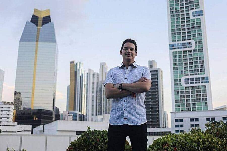 """Entrevista al periodista y escritor cubano Yoe Suárez: """"Un estallido con estas condiciones es más probable de lo que lo era en los años 90"""""""