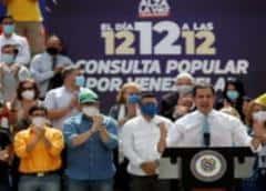 Oposición liderada por venezolano Guaidó realiza consulta callejera