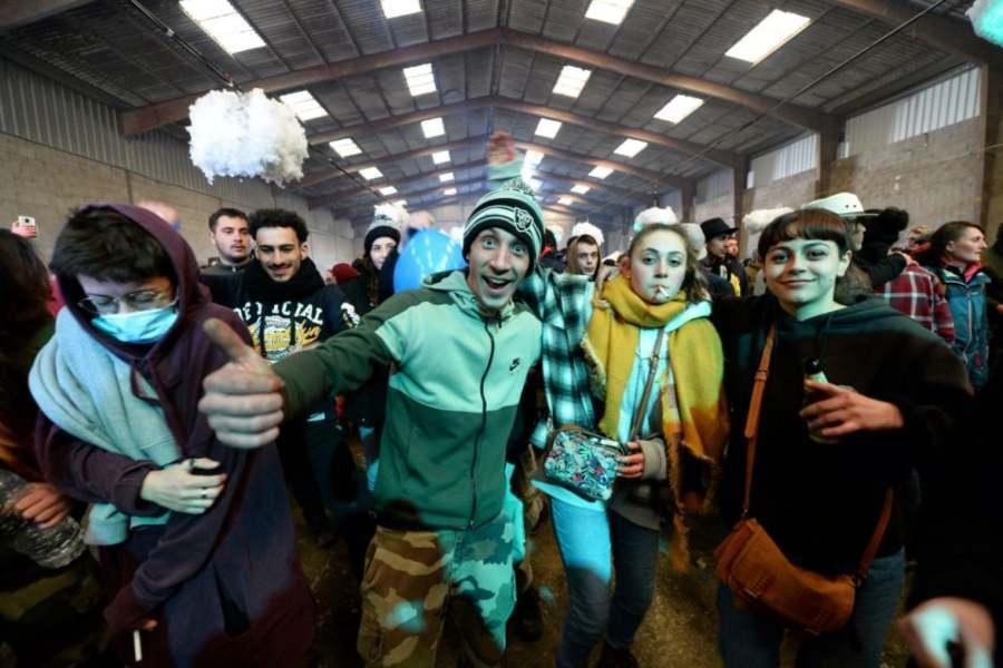 Acusan de delitos a organizador de fiesta 'rave' de fin de año a la que acudieron 2,500 personas