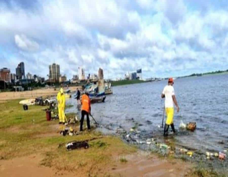 Una tormenta causa tres muertes y un incendio en una planta petrolera de Paraguay