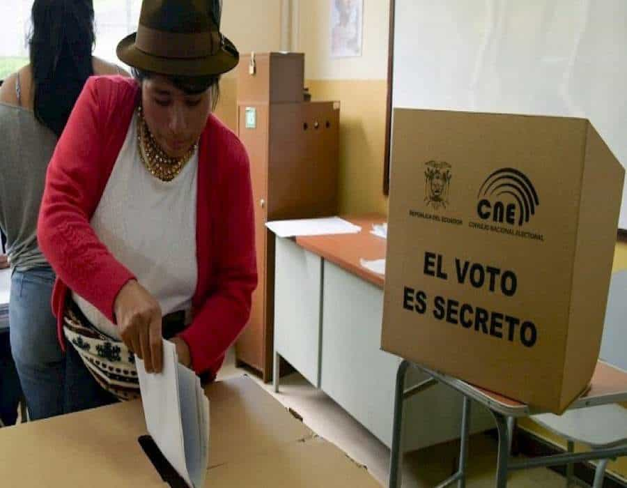 Ecuador deja en suspenso recuento de votación de las presidenciales