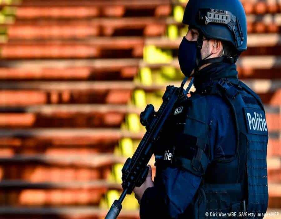 Veinte años de cárcel a diplomático iraní por intento de atentado en París