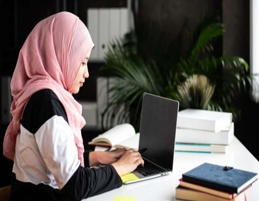 Una empresa puede prohibir el velo islámico en el trabajo, según un abogado del Tribunal de Justicia de la UE