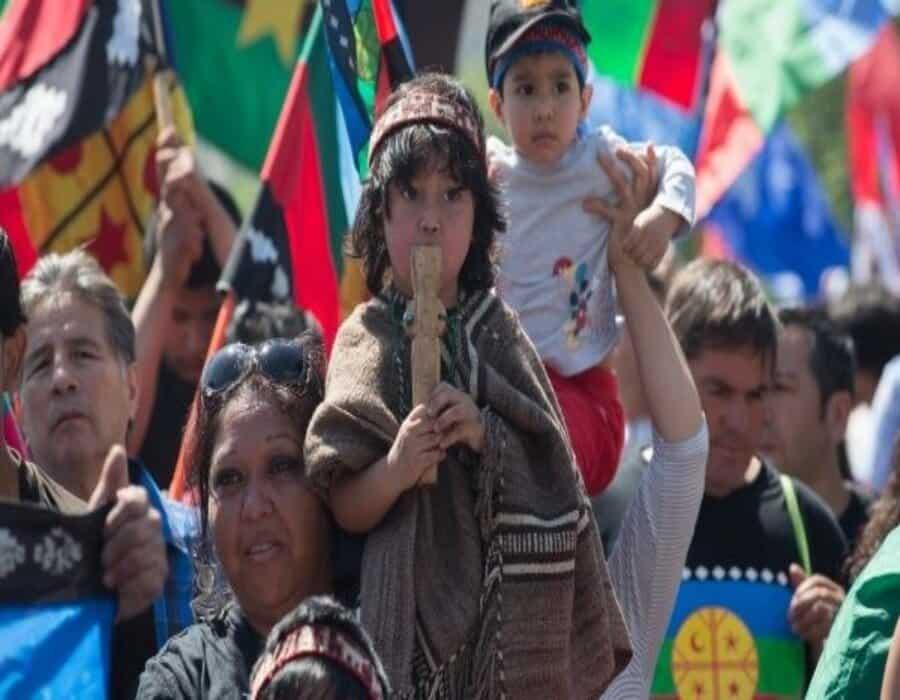 Presidente chileno busca apoyo para enfrentar creciente violencia en región de conflicto indígena