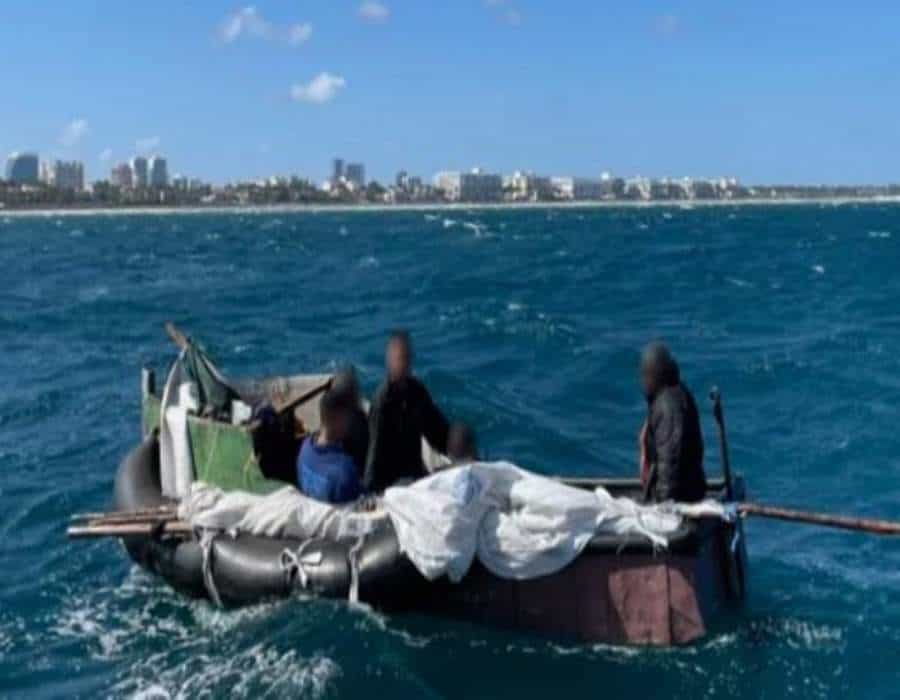 Rescatan a 5 cubanos que pasaron 16 días en el mar en balsa construida con neumáticos