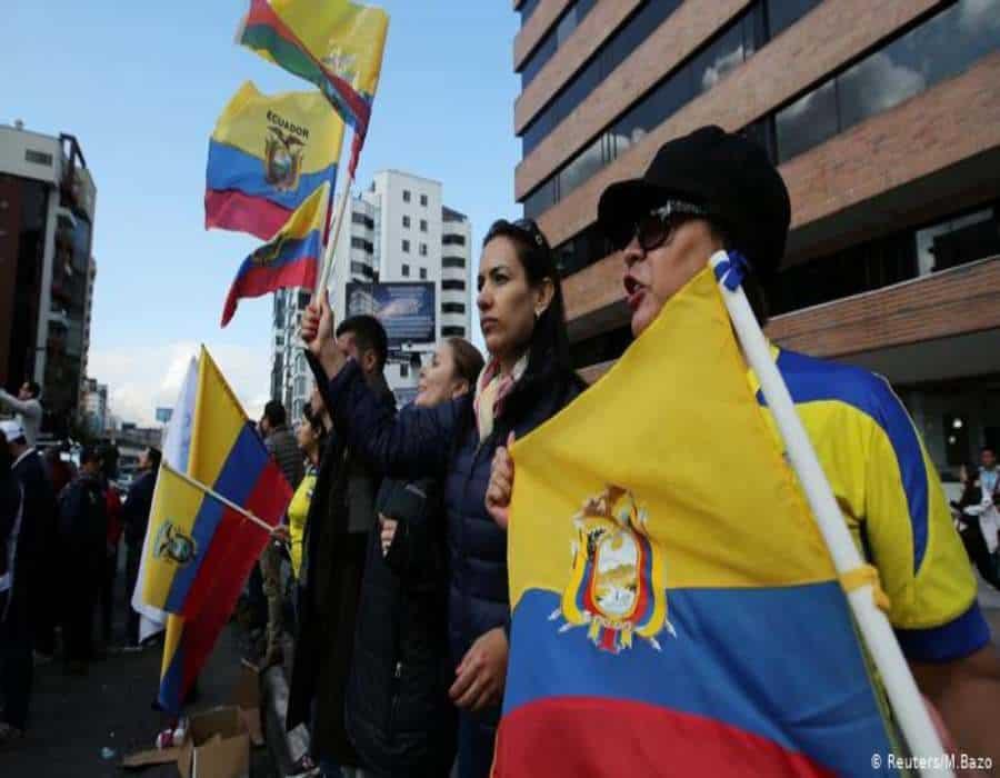 Lasso sigue por delante de Pérez en puja por el balotaje en Ecuador