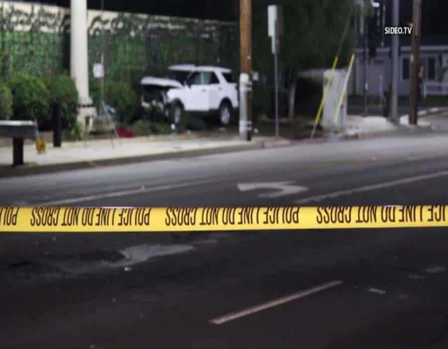 Niña de 13 años escapa de la policía en auto de la madre, se estrella y mata a dos hombres