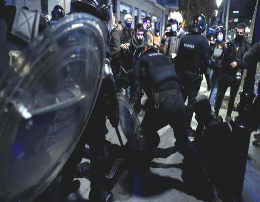 Varios actos de hurto dejan 38 detenidos en revueltas en España