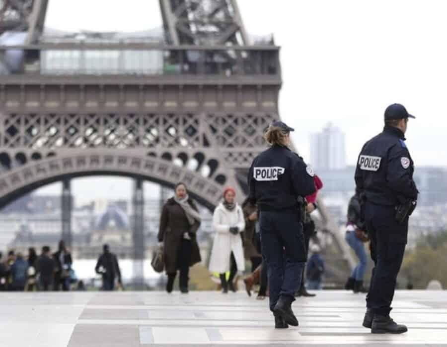 Macron, ante la presión de cerrar Francia
