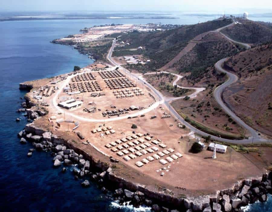 Asesores de Biden lanzan revisión para cerrar Guantánamo, larga fuente de discordia