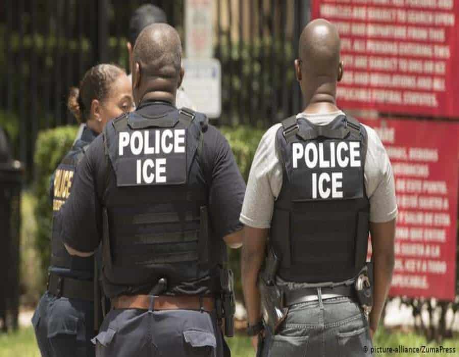 Cubanos rescatados de isla deshabitada de Bahamas siguen en custodia de ICE