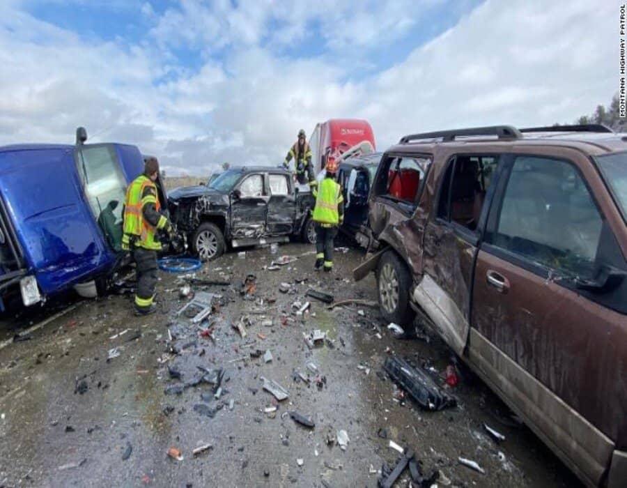 Hielo causa choque en cadena de unos 30 vehículos en Montana