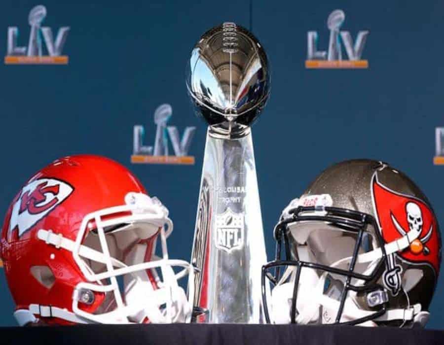 Kansas City Chiefs y Tampa Bay Buccaneers se enfrentan en el Super Bowl LV