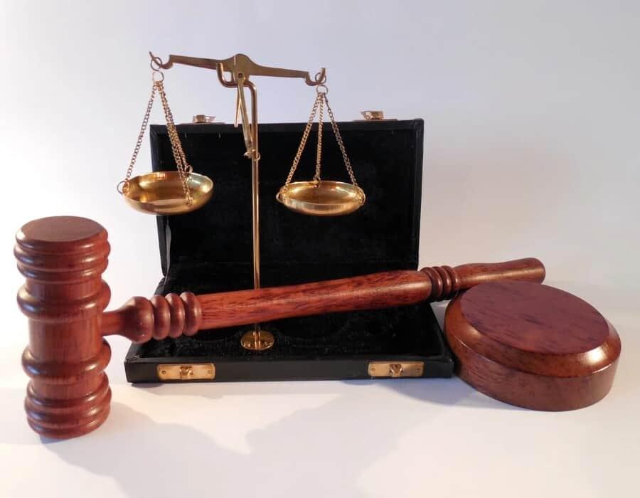 Juez federal suspende moratoria de deportaciones de Biden