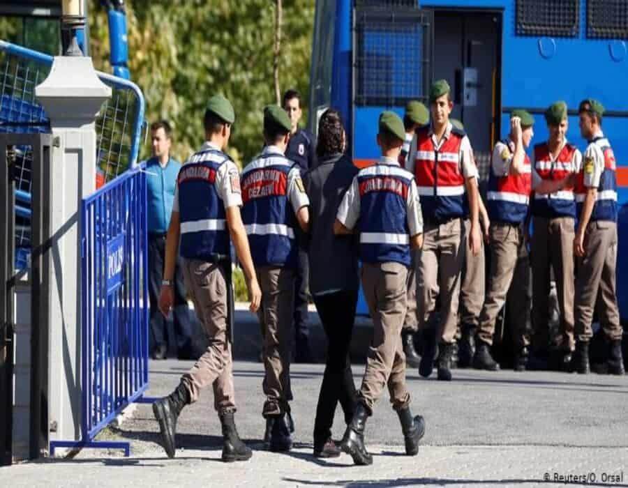 Fiscalía turca ordena detención de 148 militares por supuesto golpismo