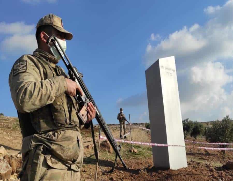 Aparece misterioso monolito en el sureste de Turquía