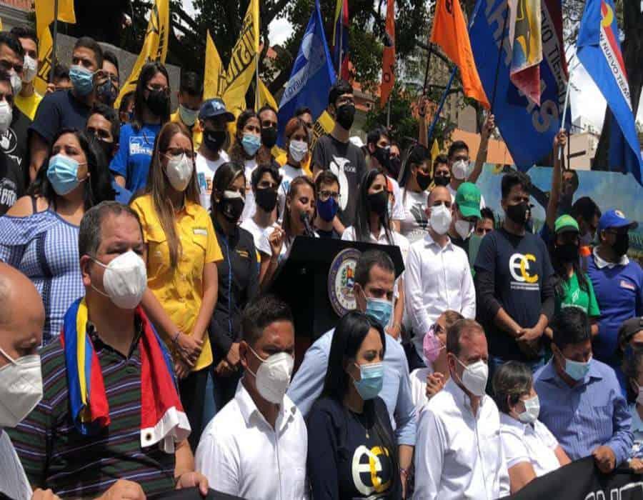 Políticos atienden el llamado del Movimiento Estudiantil y se encuentran en Chacao