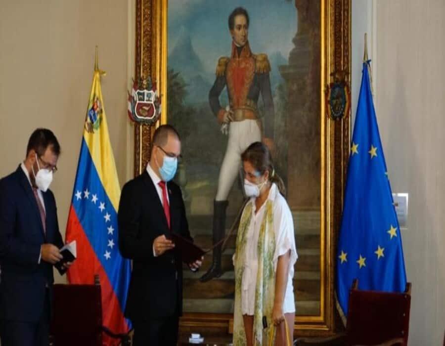 Venezuela declara persona non grata a la embajadora de la UE y la expulsa del país