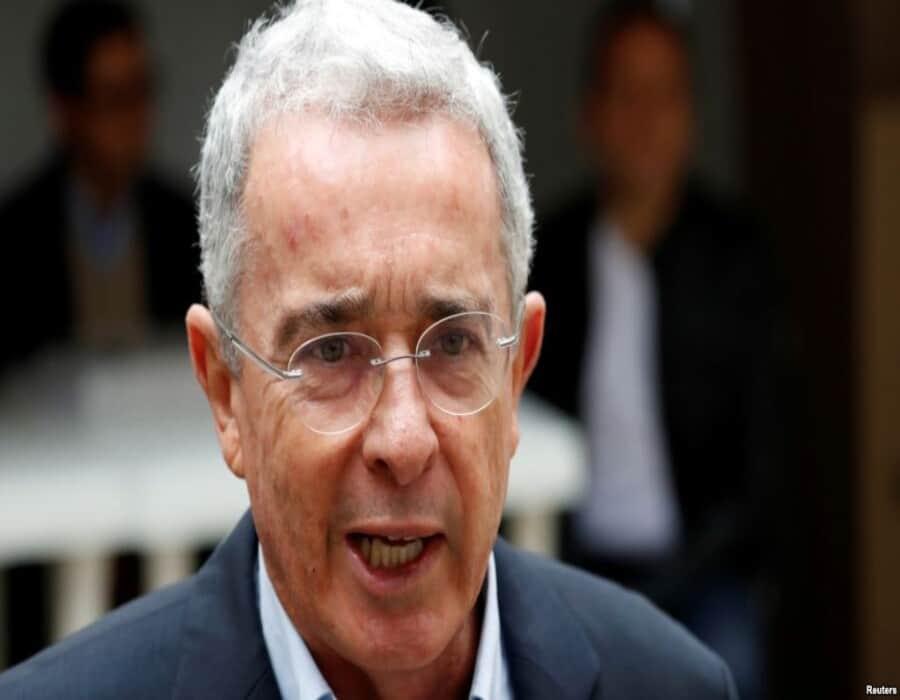 Colombia: Fiscalía no llama a juicio a expresidente Urib