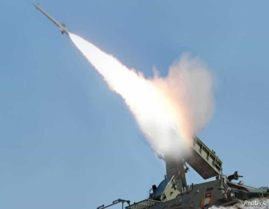 Norcorea dice que probó lanzamiento de misiles desde tren