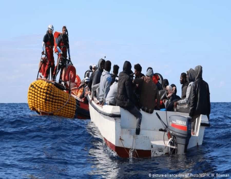 Docenas de migrantes ingresan a enclave español de Melilla