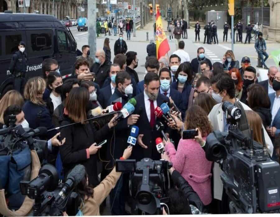 Abascal acompaña al grupo catalán de Vox en su estreno en el Parlament