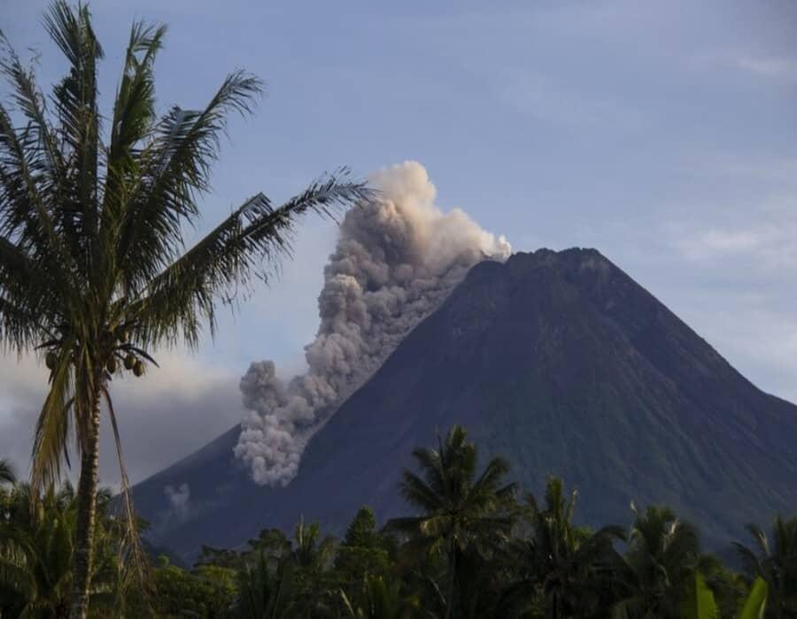 Se registra nueva erupción del volcán indonesio Merapi