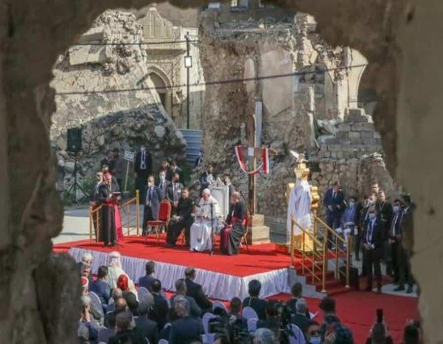 Entre las ruinas de la ciudad iraquí de Mosul, el Papa escucha sobre la vida bajo el Estado Islámico