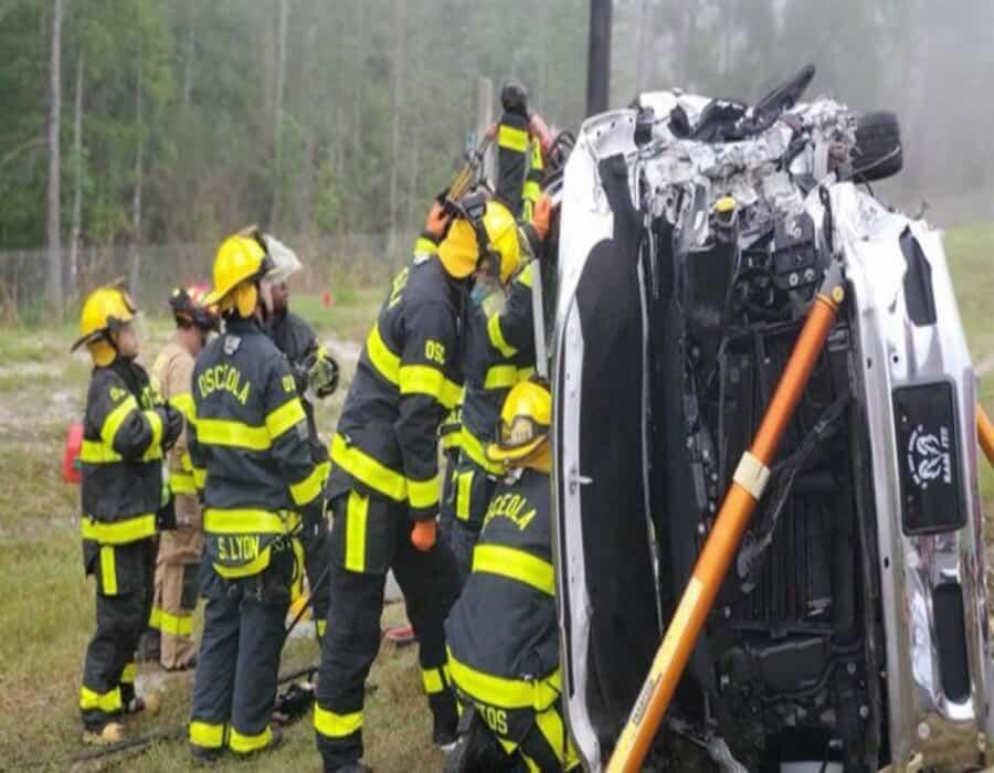 Camioneta que transportaba 11 personas se estrella y deja tres muertos en Volusia