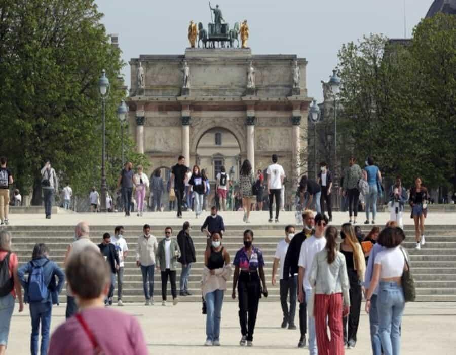 Francia investiga si ministros violaron restricciones COVID