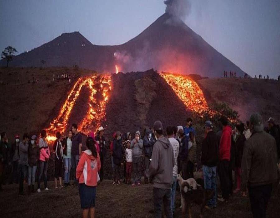 Guatemala: la lava del volcán Pacaya amenaza con sepultar a la localidad de Patrocinio