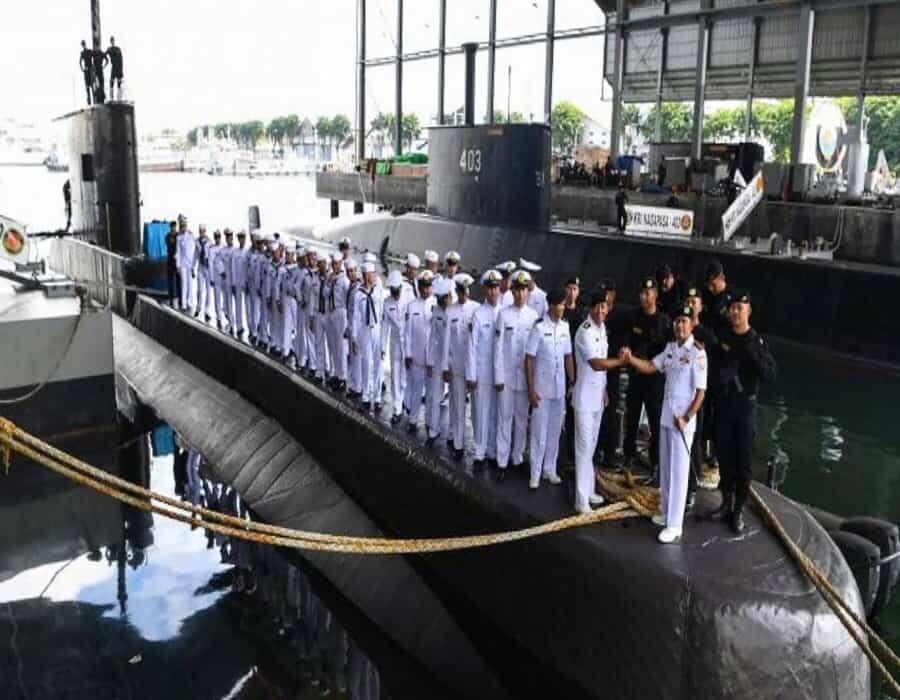 Indonesia busca submarino desaparecido con 53 personas