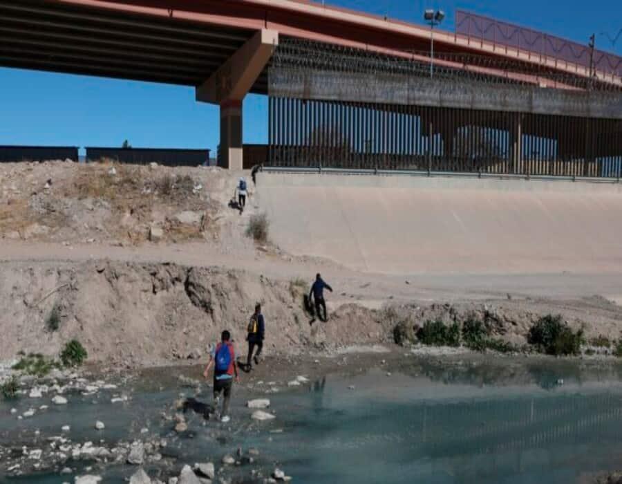 Agentes de Texas desvían a más de 16,000 inmigrantes ilegales y detienen a 598 delincuentes en marzo
