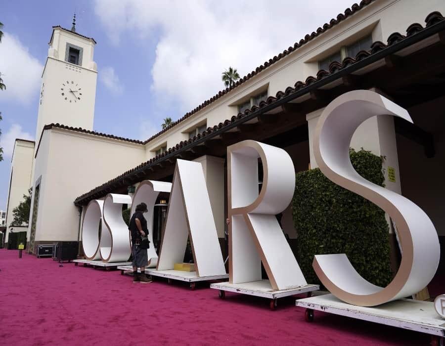 Chile, México y Pausini compiten en un Oscar inusual