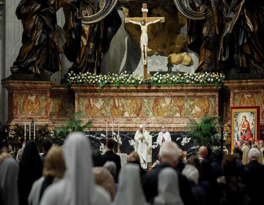 Los cristianos celebran su segunda Pascua de la pandemia