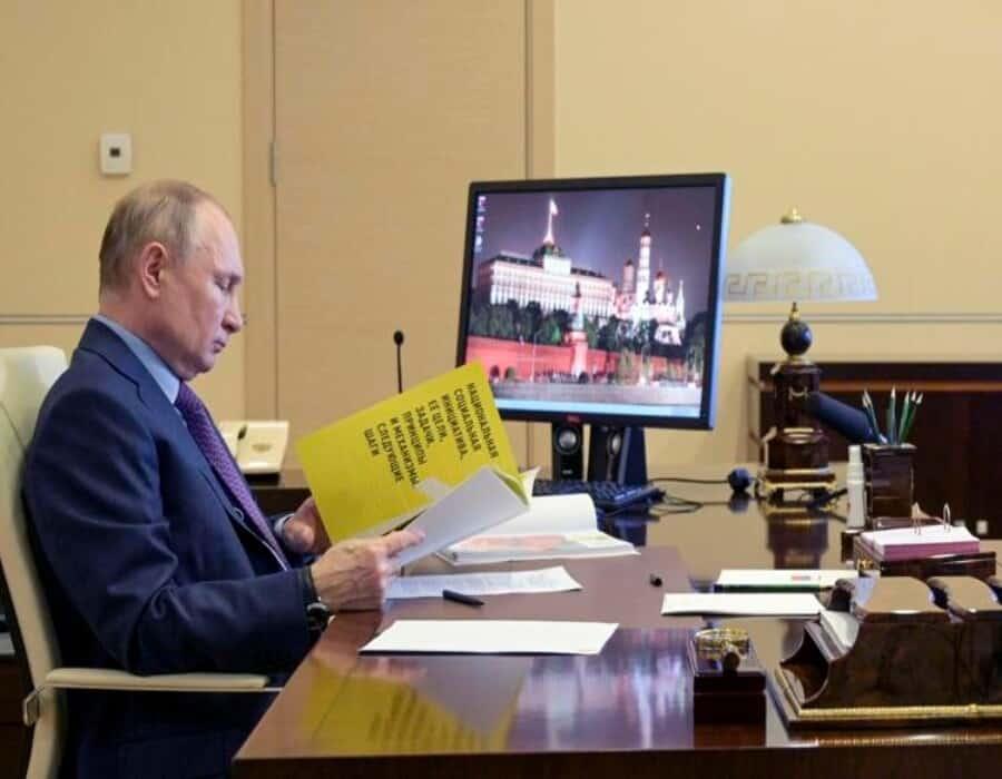 EEUU impone sanciones, expulsa a 10 diplomáticos rusos