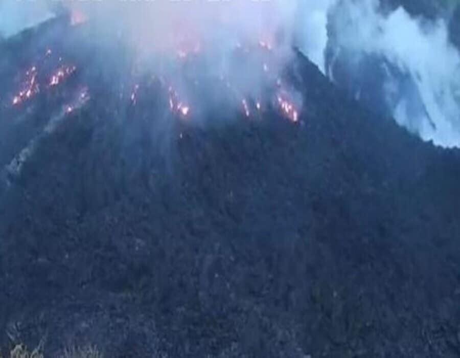 Se registra erupción en volcán de la isla St. Vicent