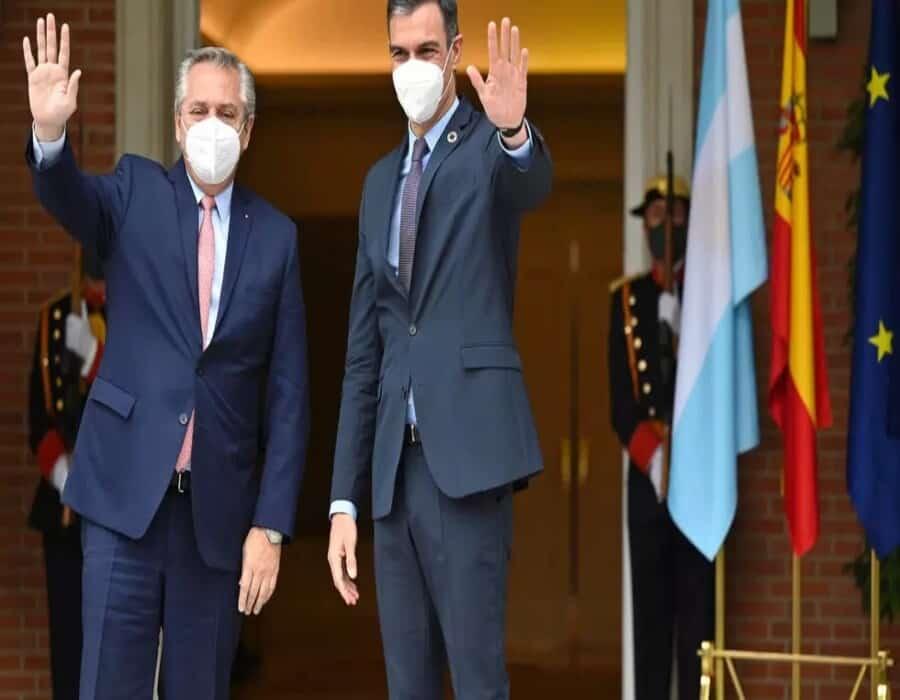 El presidente argentino busca en Europa respaldos para negociar la deuda ante el FMI