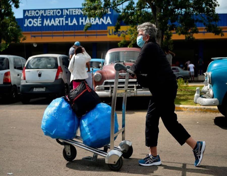 Cuba no ampliará los vuelos de EEUU en junio, anuncia más medidas para contener el COVID