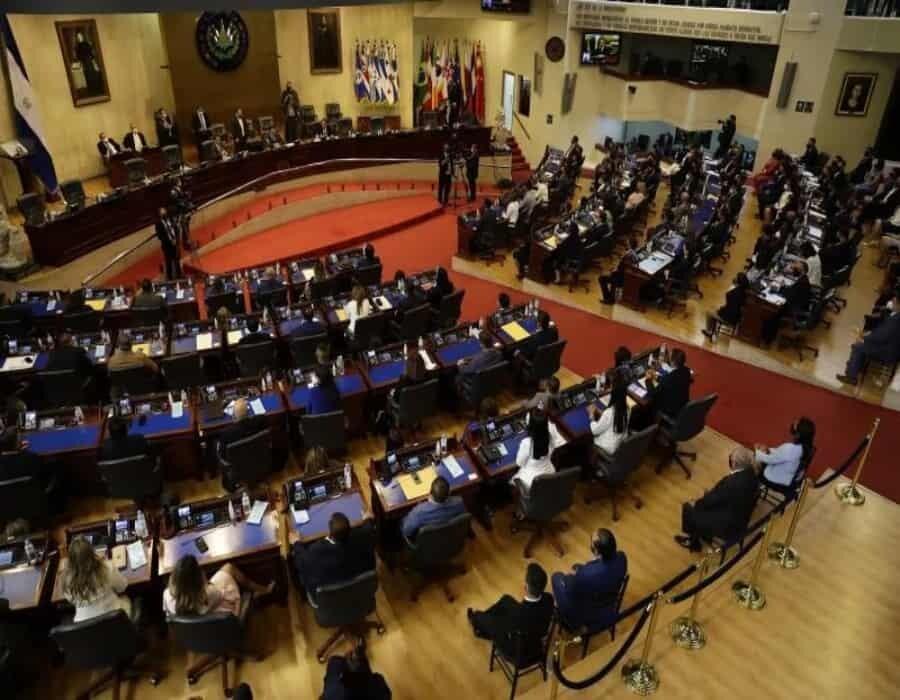 El presidente Bukele cuestiona la decisión de EE.UU. de retirar ayuda a instituciones