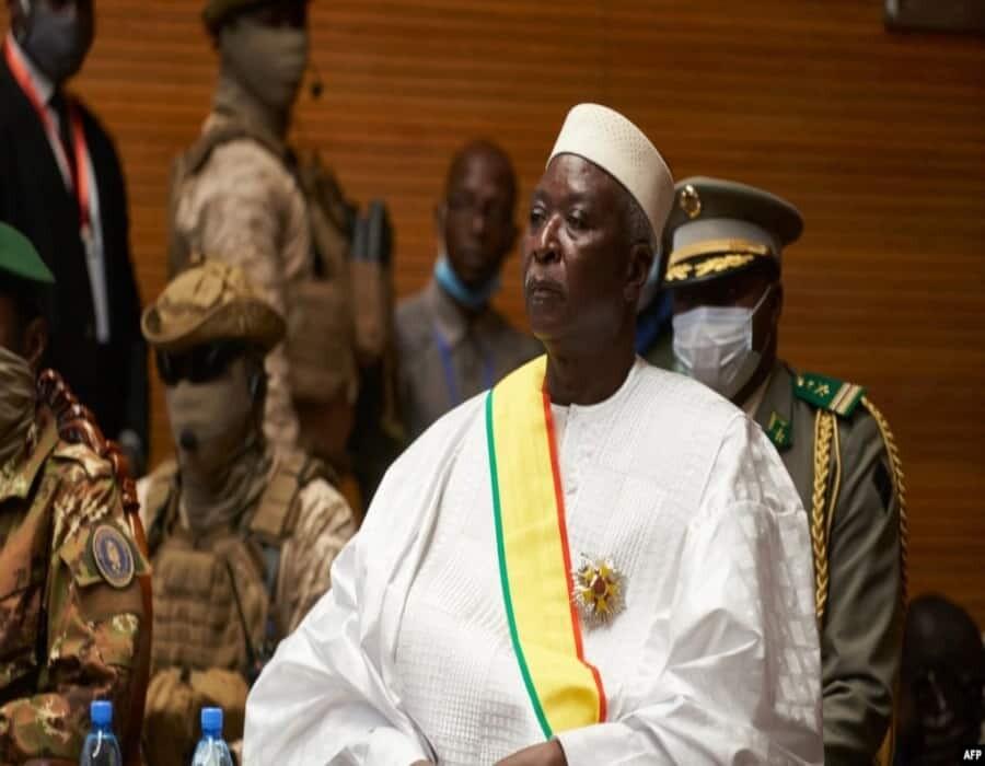Presidente de Mali es despojado de sus funciones por el vicepresidente y líder militar