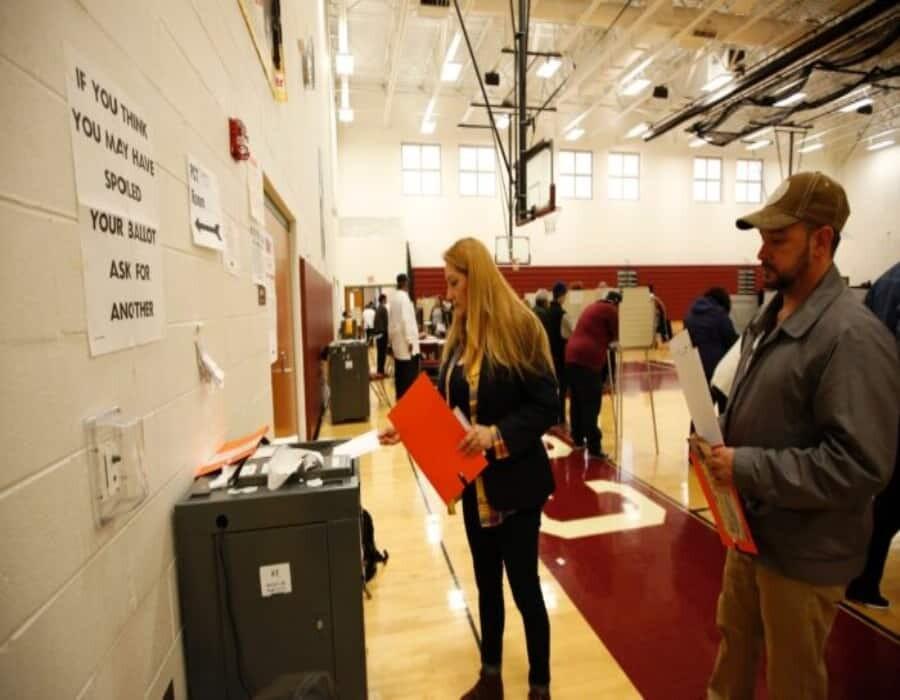 Pensilvania investiga errores en las máquinas de votaciones