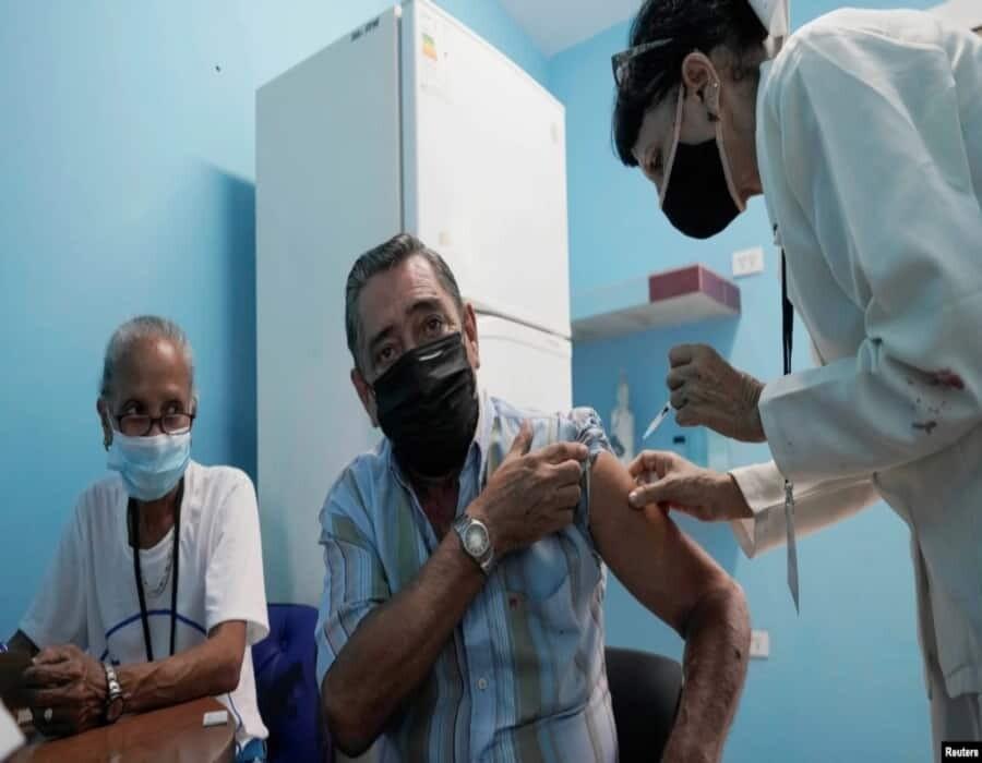Médicos alertan sobre candidatos vacunales cubanos y piden que OMS las evalúe