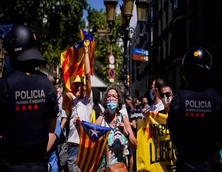 España: Sánchez indulta a separatistas para desmovilizar al independentismo catalán