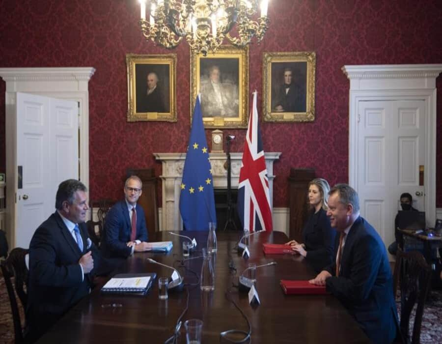 Londres, UE buscan evitar guerra tras Brexit
