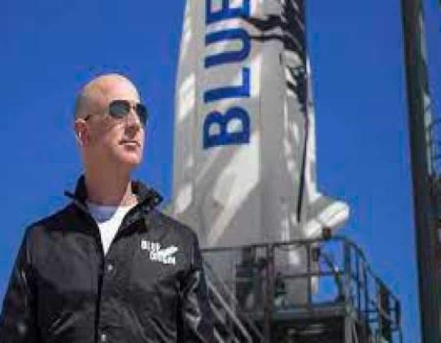 Bezos dice estar atónito por la belleza y la fragilidad de la Tierra vista desde el espacio